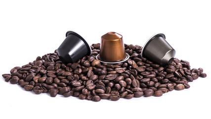Foto op Canvas koffiebar café en grain et capsules sur fond blanc