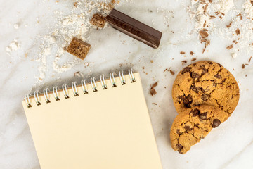 Process of making chocolate chips cookies, with copyspace