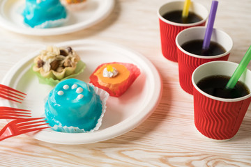 Delicious cupcakes with drinks.