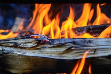 Flammen und Feuer mit Holz-Fire