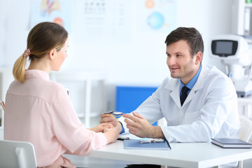 Woman visiting male ophthalmologist in clinic