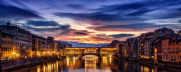 Aluminium Prints Florence Dramatic dawn over the Ponte Vecchio in Florence