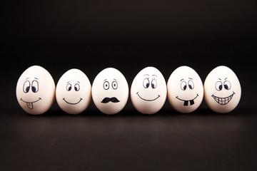 Eier mit Gesichtern Wall mural