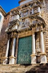 Girona, Kirchenportal