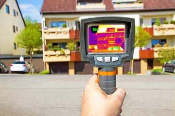 Wärmebildkamera - Thermal imaging of a apartment building