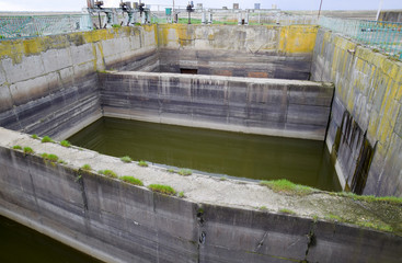Buffer tanks at the waterway opening gateways