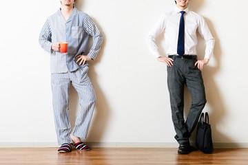 パジャマの男性,スーツの男性,比較,