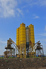 Cement mixing silo