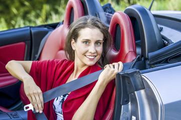 Junge hübsche Frau in einem Cabrio, Roadster Wall mural