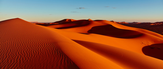 Photo sur Plexiglas Secheresse Sand dunes in the Sahara Desert, Merzouga, Morocco