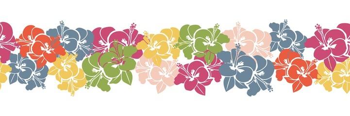 Nahtoser Hintergrund als Bordüre mit Muster aus bunten Hibiskus Blüten