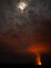 Vulkanausbruch im Vollmond