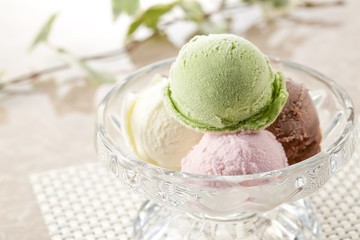 いろんなフレーバーのアイスクリーム