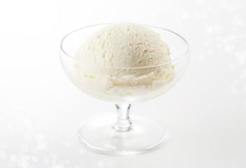 バニラアイス (vanilla ice cream)