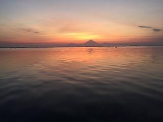 Coucher de Soleil derrière un volcan