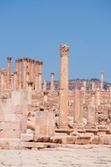 Jerash, Giordania, 04/10/2013: le colonne corinzie del Tempio di Artemide, patrona dell'antica Gerasa, uno dei più grandi e meglio conservati siti di architettura romana al mondo