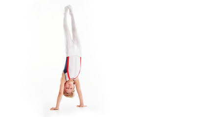 Photo sur Plexiglas Gymnastique Happy little boy doing gymnastics isolated on white background