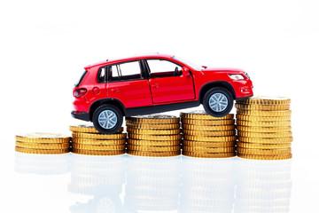 Modellauto und Münzen. Autokosten