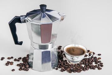 Aluminium Prints Coffee beans cafetière Italienne avec tasse de café