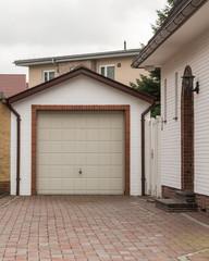 Garage mit beidem Tor