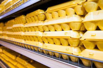 Packaging of eggs in shop