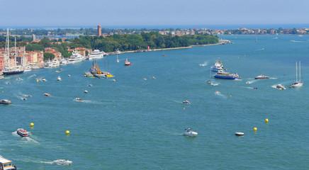Venedig! Luftaufnahme über Venedig, Hafen!
