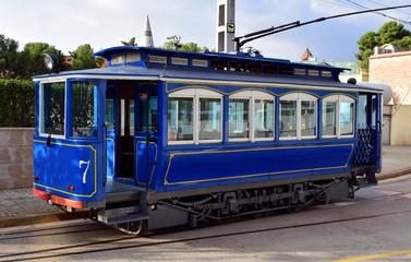 Tren azul antiguo en funcionamiento