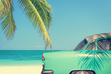 Fotorolgordijn Vintage cars Classic car on a tropical beach with palm tree, vintage process