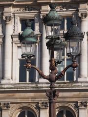Candélabre devant l'Hôtel de Ville de Paris