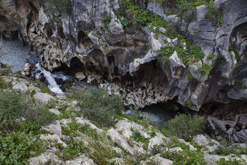 Fototapete - look down into a gorge at Caminito del Rey