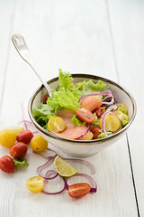 Lettuce salad with salmon and vegetables