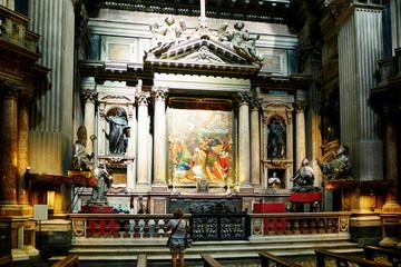 Интерьер храма. Иконы. Церковная служба