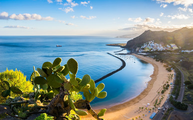 Stores photo Iles Canaries Amazing view of beach las Teresitas with yellow sand. Location: Santa Cruz de Tenerife, Tenerife, Canary Islands. Artistic picture. Beauty world.
