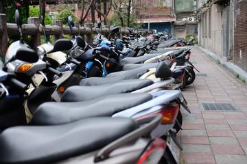 整列する原付バイク