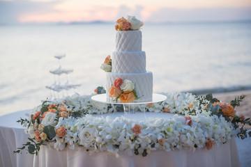 wedding cake in beach wedding