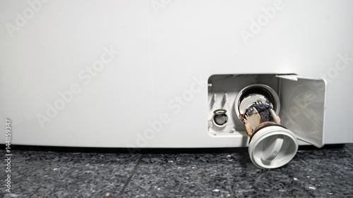 Waschmaschine Sieb Reinigen : waschmaschine sieb reinigen stockfotos und lizenzfreie bilder auf bild 144859347 ~ Frokenaadalensverden.com Haus und Dekorationen