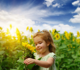 Fototapete -  girl and sunflower on the field