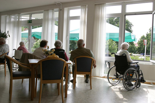 Rentner in einem Pflegeheim