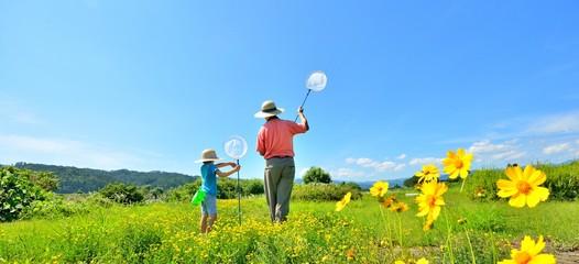 夏空の草原・二人で遊ぶファミリー