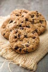 Foto op Aluminium Koekjes Chocolate chip cookies on wooden table background
