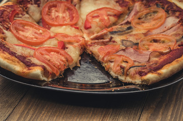 homemade mushrooms, ham and tomatoes pizza/mushrooms, ham and tomatoes pizza