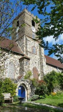 alte Kirche im Grünen