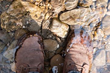Schuhe im Wasser