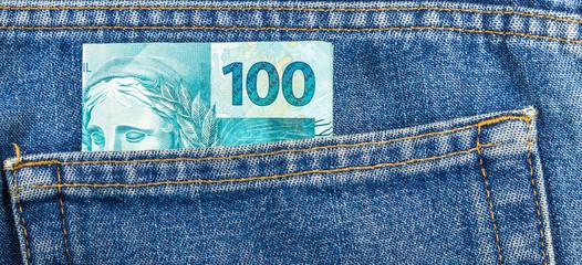Dinheiro no bolso.