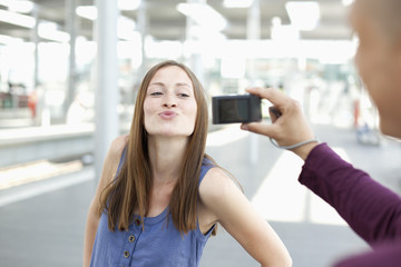 Germany,  North-Rhine-Westphalia, Duesseldorf, Young man taking photograph of woman