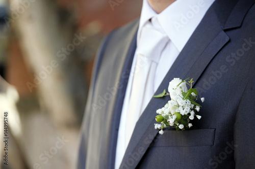 Fiore Matrimonio Uomo : Quot dettaglio di abito blu da sposo con evidenza giacca