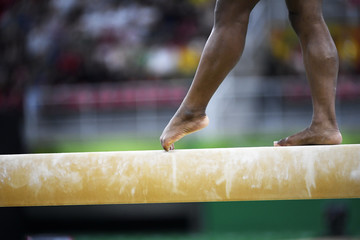 Foto op Plexiglas Gymnastiek Gymnast feet covered in chalk
