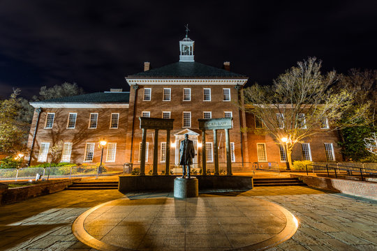 thurgood marshal building in annapolis maryland at night