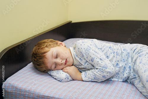 St Sleeping Boys 05