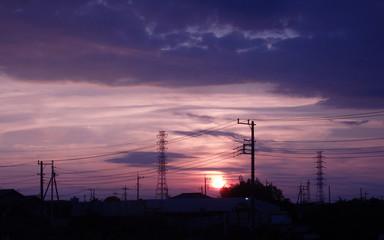 電線と夕暮れ